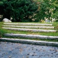 Rasen Treppe Blockstufe Naturstein Granit