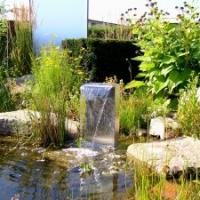 Gartenteich: Wasserspiel Wasserfall aus Edelstahl