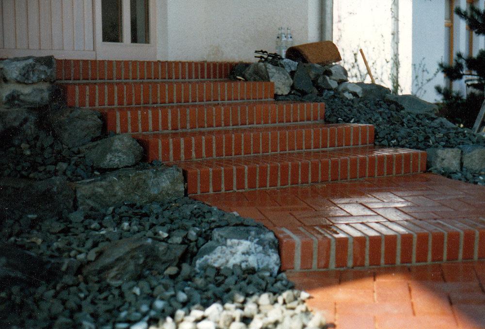 Klinkertreppe: Stufen als Rollschicht, Klinkerpflaster